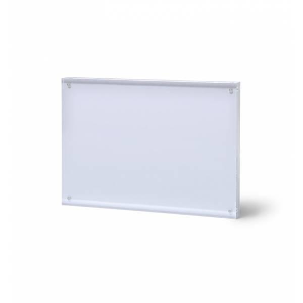 Akrylowy stojak z magnetycznym panelem format A7 poziomo
